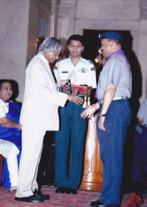 h-e-president-of-india-mr-a-p-j-kalam-awarding-the-silver-elephant-to-sandeep-silas