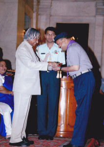 he-the-president-of-india-mr-apj-kalam-awarding-highest-national-scouting-award-to-sandeep-silas