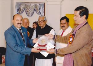 honble-minister-shri-oscar-fernandes-conferring-the-award