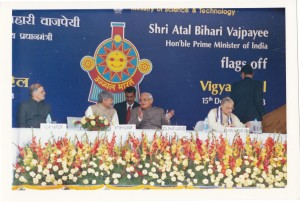 honble-prime-minister-of-india-shri-a-b-vajpayee-for-vigyan-rail-flag-off